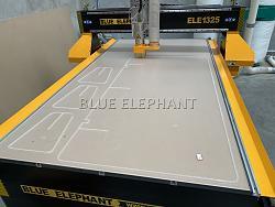 Australia customer bought ELE1325 CNC Router for acrylic working-cf41e467dee40f99bf6888259c3beca_-jpg