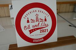 the making of a vintage oil gas sign in vinyl-sign2-jpg