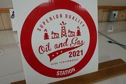the making of a vintage oil gas sign in vinyl-sign3-jpg